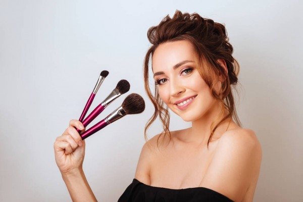 How To Use a Complexion Makeup Brush: How to Apply Foundation Like a Professional?